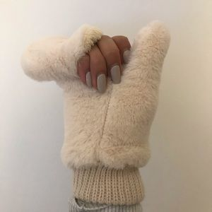 URBAN OUTFITTERS faux fur mittens
